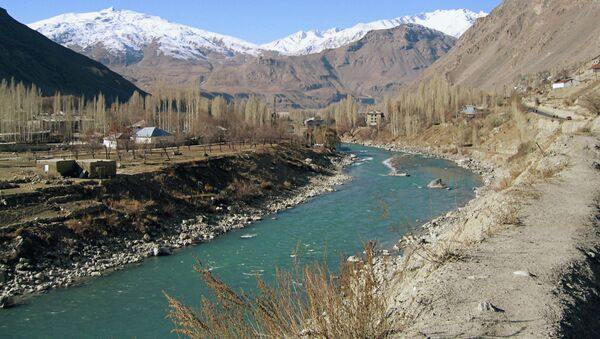 Граница Таджикистана с Афганистаном по реке Пяндж, архивное фото - Sputnik Таджикистан