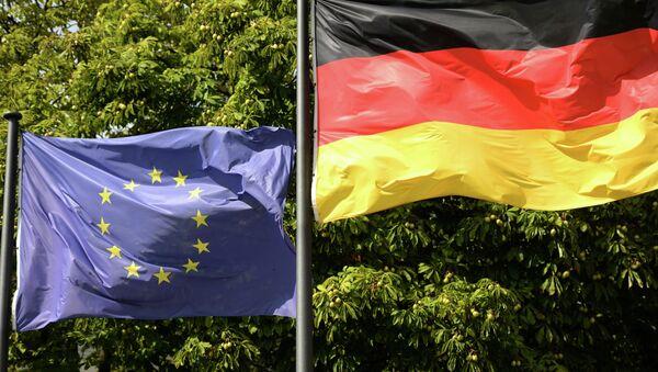 Флаги Евросоюза и Германии в Берлине - Sputnik Таджикистан