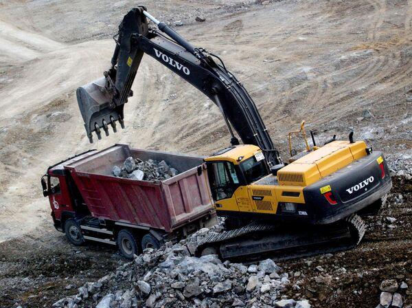 Строительство цементного завода. Архивное фото. - Sputnik Таджикистан