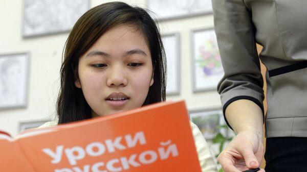 Обучение мигрантов русскому языку. Архивное фото - Sputnik Таджикистан