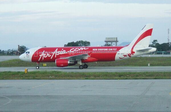 Самолет компании Air Asia. Архивное фото - Sputnik Таджикистан