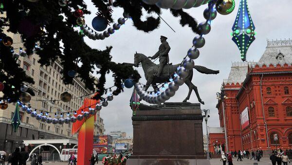 Новогодние елки в Москве, архивное фото - Sputnik Таджикистан