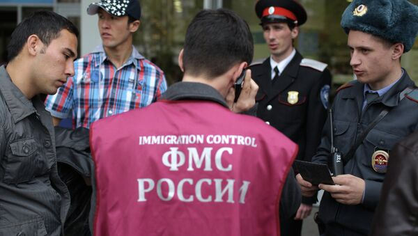 Патрулирование улиц сотрудниками ФМС, архивное фото - Sputnik Таджикистан