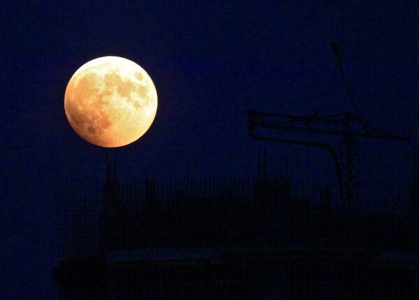 Полное лунное затмение. Архивное фото - Sputnik Таджикистан