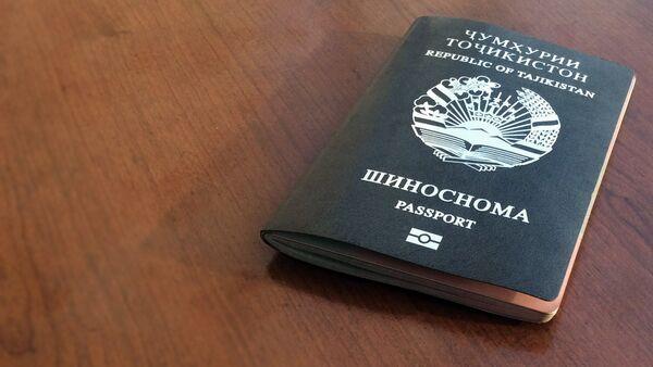 Заграничный биометрический паспорт гражданина РТ, архивное фото - Sputnik Тоҷикистон