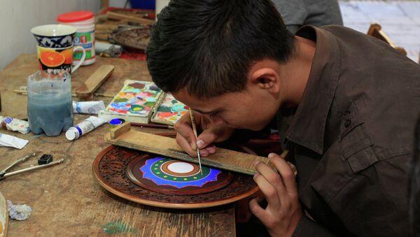 Ремесленник в мастерской, архивное фото - Sputnik Таджикистан
