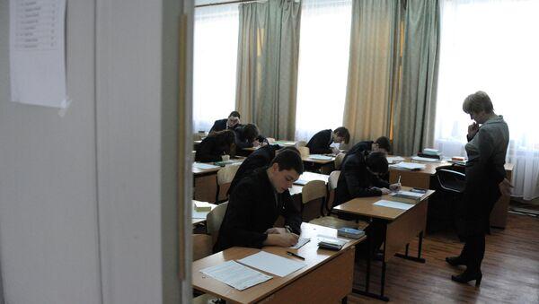 Школьники во время занятий. Архивное фото - Sputnik Таджикистан