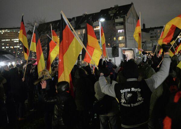 Митинг против исламизации Запада в Дюссельдорфе. Начало декабря 2014 года - Sputnik Таджикистан