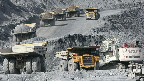 Золотоносный рудник. Архивное фото - Sputnik Таджикистан