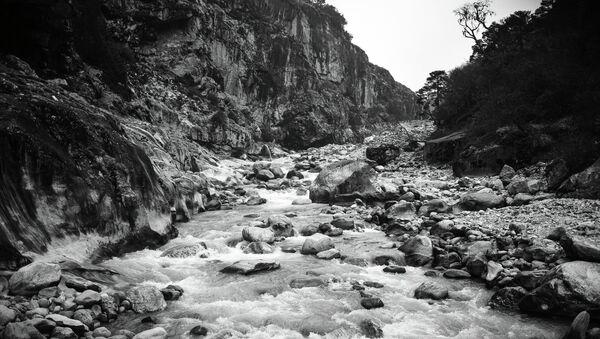 Горная река, архивное фото - Sputnik Таджикистан