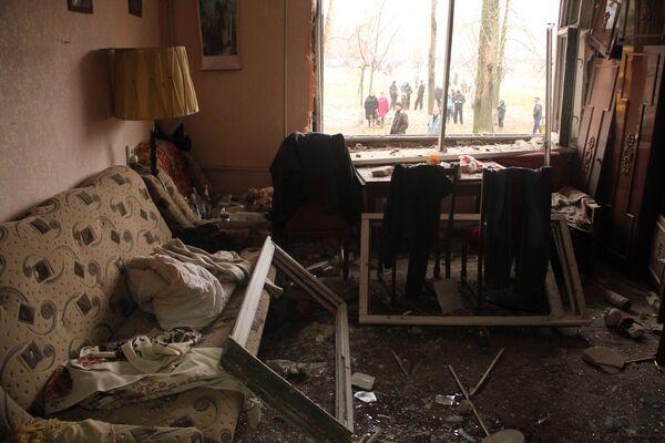 Квартира в Горловке, пострадавшая от артиллерийского обстрела. Архивное фото - Sputnik Таджикистан