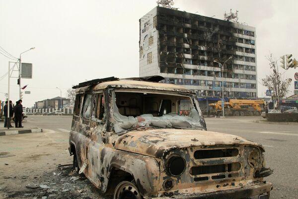 Cпецоперация по обезвреживанию боевиков в Доме печати в Грозном. Архивное фото. - Sputnik Таджикистан