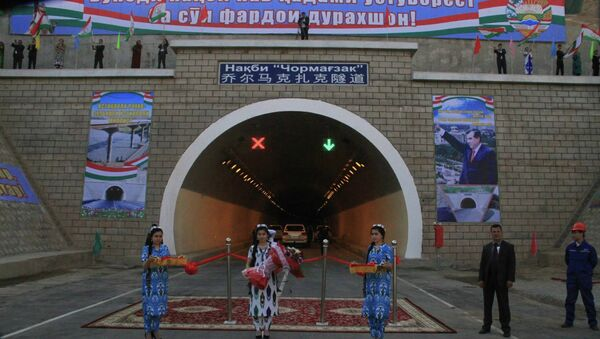 Церемония празднования завершения строительства тоннеля  Чормагзак - Sputnik Таджикистан