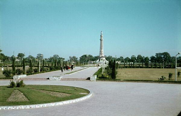 Обелиск Независимости на площади в городе Лахор. Архивное фото. - Sputnik Таджикистан