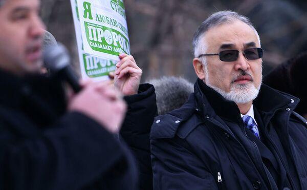 "Турсунбай Бакир на митинге против ""Charlie Hebdo""в Бишкеке - Sputnik Таджикистан"