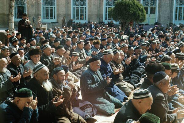 Намаз в мечети. Архивное фото - Sputnik Таджикистан