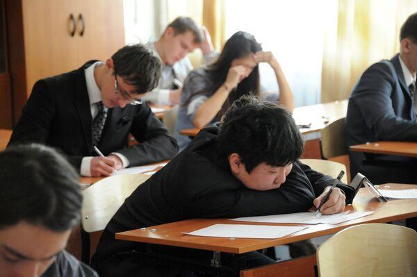 Экзамены в школах. Архивное фото - Sputnik Таджикистан