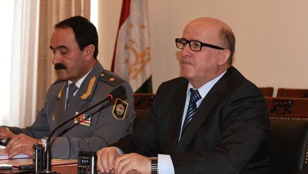 Абдуфаттох Гоиб на пресс-конференции - Sputnik Тоҷикистон