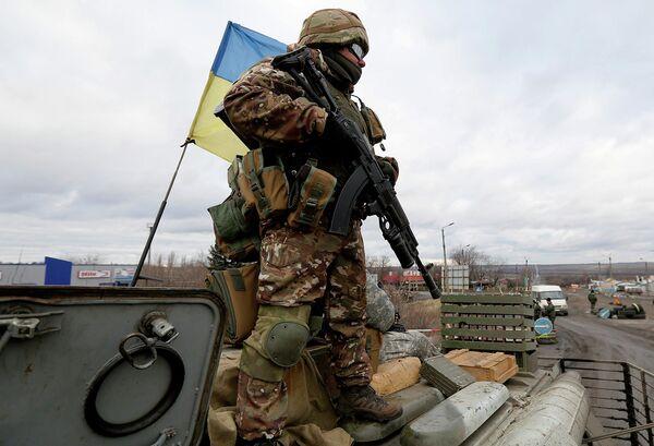 Солдат украинской армии. Архивное фото - Sputnik Таджикистан