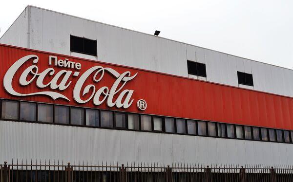 Работа завода Coca-Cola в Москве. Архивное фото - Sputnik Таджикистан