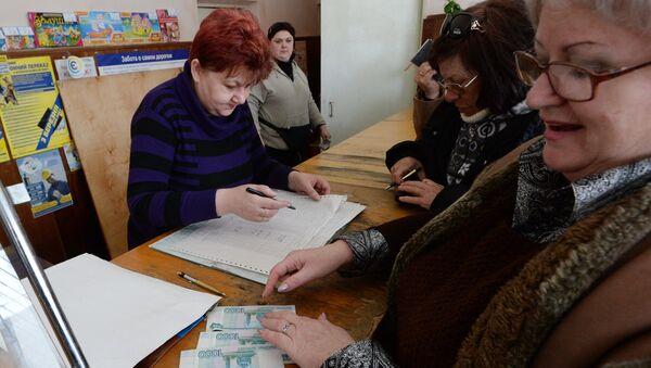 Выдача пенсий. Архивное фото - Sputnik Таджикистан