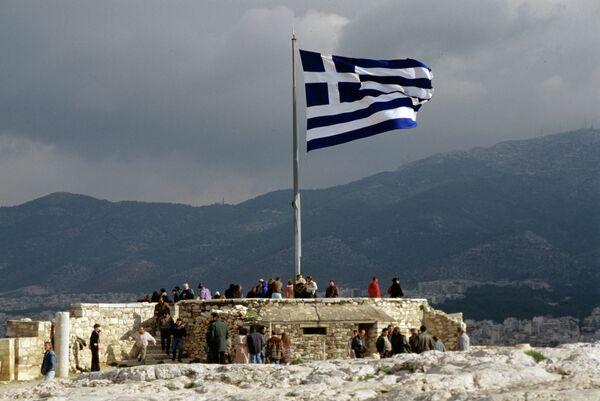 Греческий флаг на смотровой площадке Акрополя. Архивное фото - Sputnik Таджикистан
