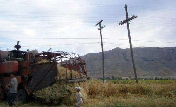 Линии электропередач по дороге в Пенджикент. Архивное фото - Sputnik Таджикистан