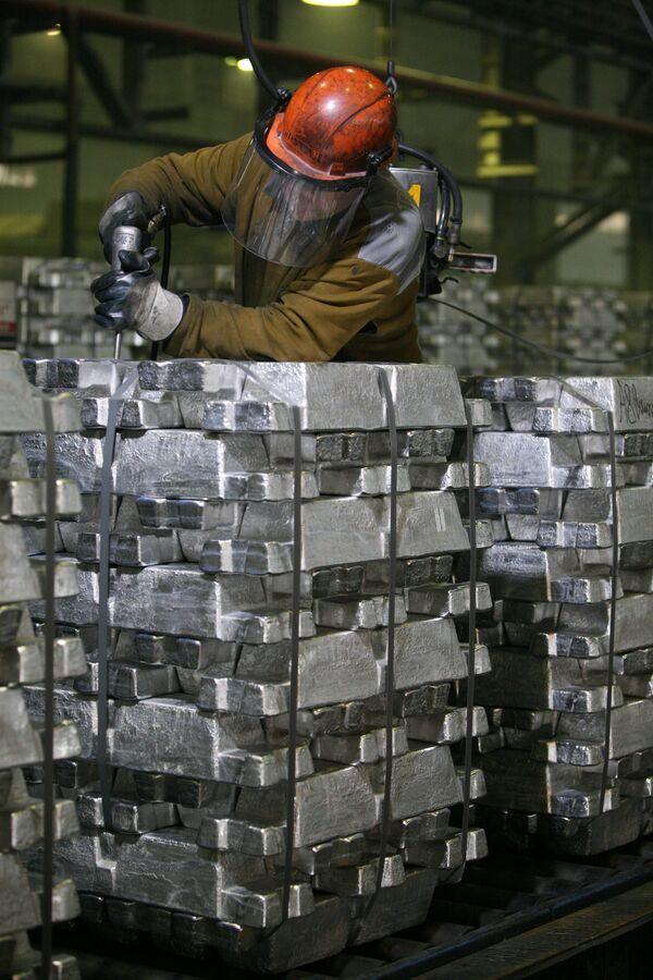 Производство алюминия. Архивное фото - Sputnik Таджикистан