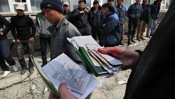 Рейд УФМС по выявлению нелегальных мигрантов. Архивное фото - Sputnik Таджикистан