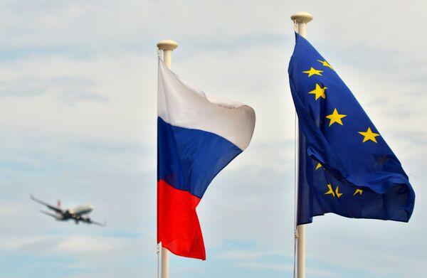 Флаги России и ЕС - Sputnik Таджикистан