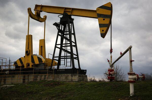 Нефтяные насосы. Архивное фото - Sputnik Таджикистан