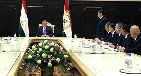Э. Рахмон беседует с новоназначенными кадрами. 3 февраля 2015 года - Sputnik Таджикистан