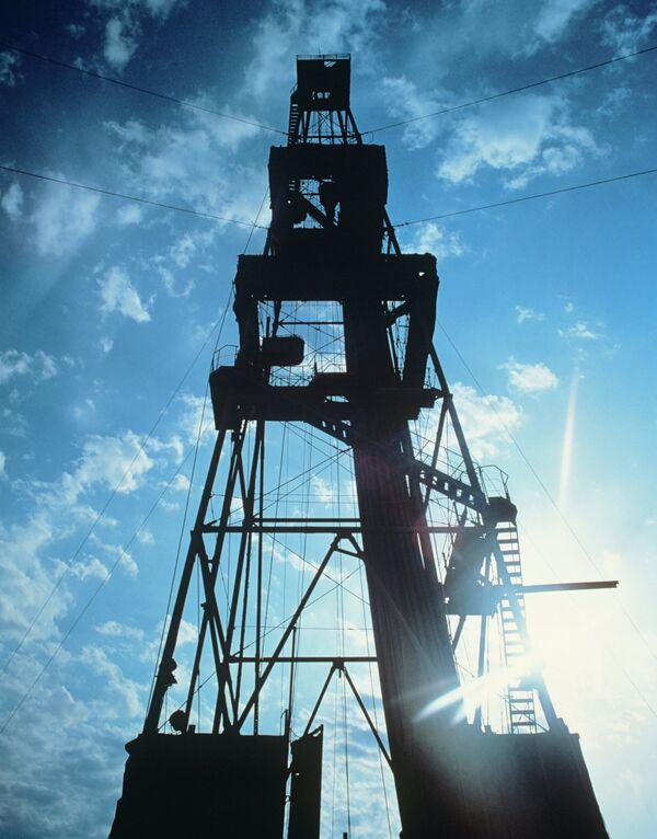 Нефтяная вышка. Архивное фото. - Sputnik Таджикистан