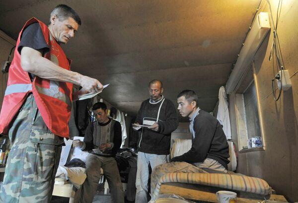 Рейд сотрудников Федеральной миграционной службы. Архивное фото - Sputnik Таджикистан