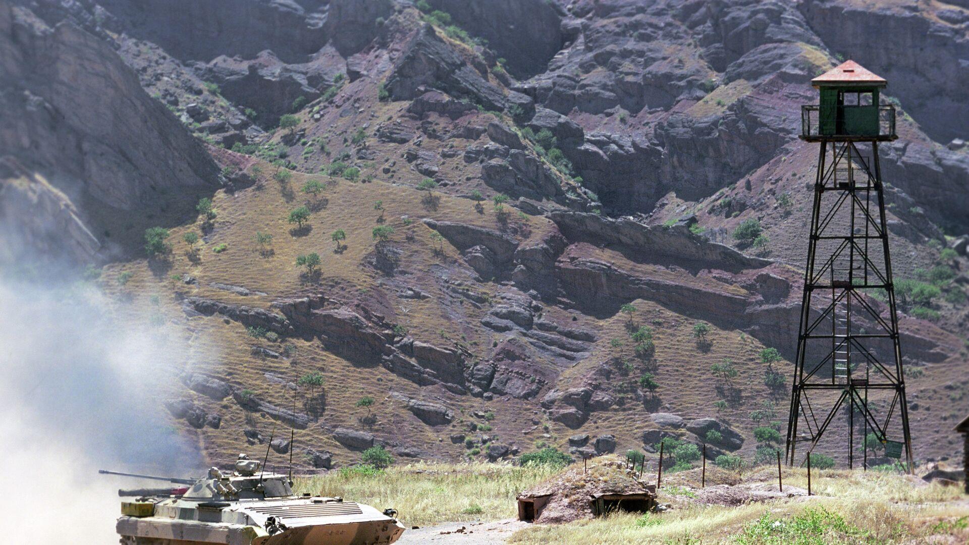 Погранзастава 149 мотострелкового полка в районе реки Пяндж. Архивное фото - Sputnik Таджикистан, 1920, 24.07.2021