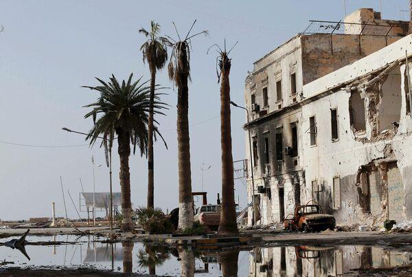 Улицы Бенгази после боестолкновений ливийской армии с исламистами. Январь 2015 года - Sputnik Таджикистан