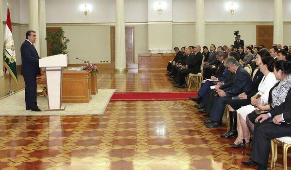 Президент Эмомали Рахмон на встрече с новоназначенными судьями. Архивное фото - Sputnik Таджикистан