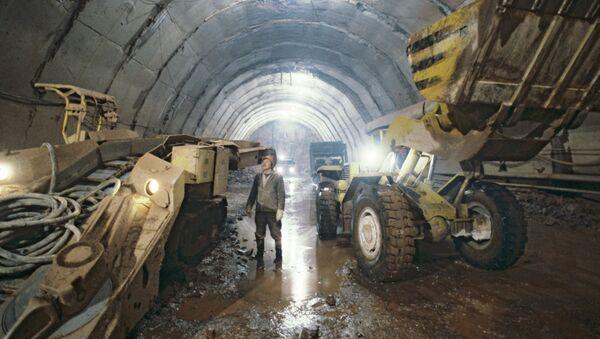 Строительство тоннеля Рогунской ГЭС. Архивное фото - Sputnik Таджикистан