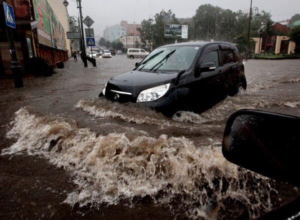 Затопленная дорога. Архивное фото - Sputnik Таджикистан