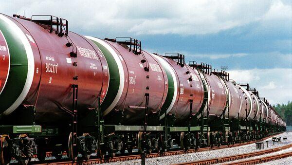 Цистерны с нефтью. Архивное фото - Sputnik Таджикистан