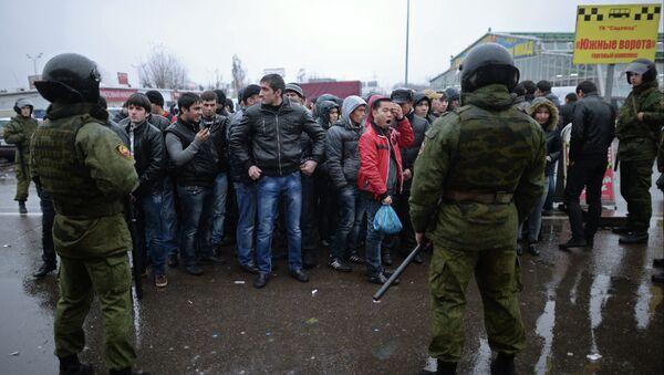 Полиция проверяет московский рынок. Архивное фото - Sputnik Таджикистан