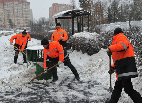 Уборка снега в Москве. Архивное фото - Sputnik Таджикистан