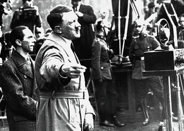 Адольф Гитлер. Архивное фото - Sputnik Таджикистан