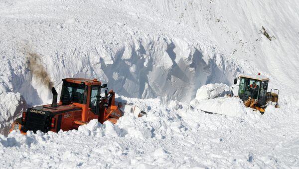 Сход снежных лавин. Архивное фото - Sputnik Таджикистан