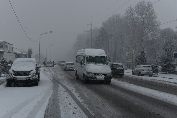 Снегопад в Душанбе 24 февраля 2015 года - Sputnik Таджикистан