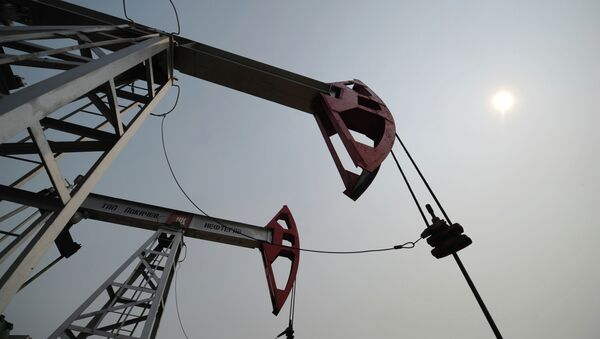 Добыча нефти. Архивное фото - Sputnik Таджикистан