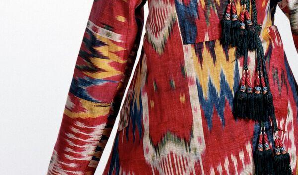 Одежда в узорах узбекского иката. Архивное фото - Sputnik Таджикистан