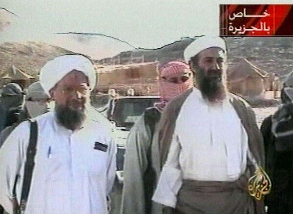 В кадре Усама бен Ладен (справа) и египтянин Айман аль-Завахири (слева) - Sputnik Таджикистан
