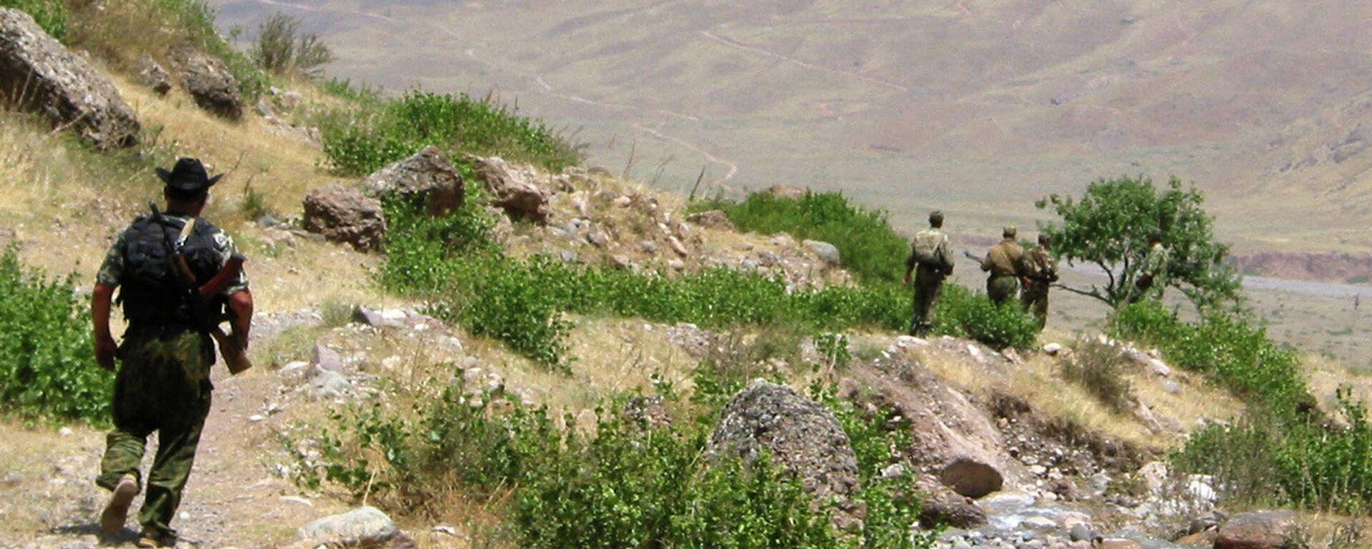 На таджикский-афганской границе, архивное фото - Sputnik Таджикистан, 1920, 07.09.2021