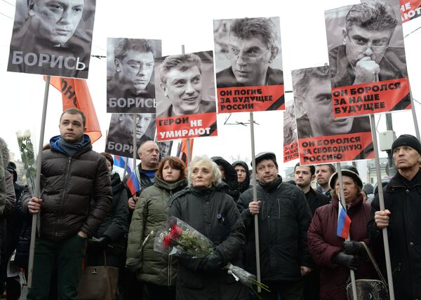 Участники траурного марша в Москве в память о политике Борисе Немцове - Sputnik Таджикистан